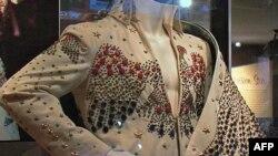 Havajsko odelo koje je Elvis nosio na istorijskom koncertu Aloha 1972. godine izloženo u Muzeju novinarstva u Vašingtonu