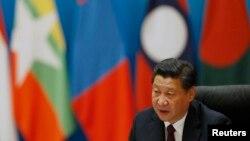 中国国家主席习近平11月8日在北京钓鱼台国宾馆开会时讲话。