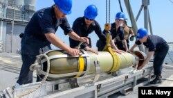 미 해군이 운용하는 MK 54 (마크 54) 경어뢰.