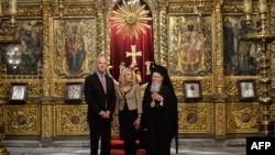 Wakil Presiden AS Joe Biden dan istrinya pada Minggu (23/11) bertemu dengan pemimpin gereja Kristen Orthodoks Dunia, Bartholomew, di Istanbul (23/11).