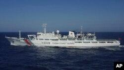 Tàu hải cảnh Trung Quốc số hiệu 2506 trong khu vực cách đảo Senkaku hay Điếu Ngư ở biển Hoa Đông 66km. (Ảnh: AP/Lực lượng Tuần duyên Khu vực 11 Nhật Bản)