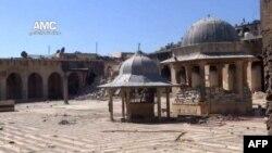 阿勒頗市倭馬亞清真寺內尖塔倒塌成瓦礫