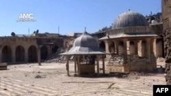 Hình ảnh lấy từ một đoạn video trên Youtube chưa được xác nhận cho thấy những miếng gạch vỡ của ngôi đền Umayyad.