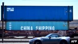 美国加州长滩港等待运走的来自中国的集装箱。(2018年7月12日)