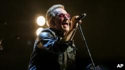 Bono, penyanyi dan pentolan kelompok band asal Irlandia U2 (foto: dok).