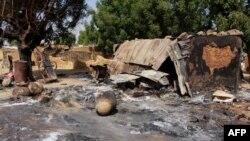 Isanamu yerekana amazu yaturiwe n'abarwanyi ba Boko Haram mu micungararo ya Maiduguri, muri Nigeria.