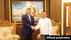 ျမန္မာႏိုင္ငံဆိုင္ရာတရုတ္သံအမတ္ႀကီး Mr.Chen Hai ႏွင့္ ျပည္ေထာင္စု၀န္ႀကီး ဦးေက်ာ္တင္ ( Chinese Embassy in Myanmar)