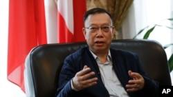 中國前衛生部副部長黃潔夫教授在中國駐意大利大使館接受採訪(2017年2月6日)