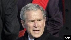 Cựu Tổng thống Bush cám ơn lời mời, nhưng ông quyết định không xuất hiện trước công chúng trong dịp này khi mà nhiệm quyền tổng thống của ông đã hết