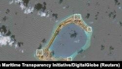 Thị Tứ gần với bãi đá Subi (ảnh), một trong bảy hòn đảo nhân tạo ở quần đảo Trường Sa mà Bắc Kinh bị cáo buộc đã bồi đắp và quân sự hóa với các tên lửa đất đối không.