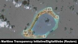 Hình ảnh vệ tinh cho thấy những hoạt động quân sự hoá đảo nhân tạo của Trung Quốc trên Biển Đông.