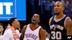 Kevin Durant (centre) d'Oklahoma City.