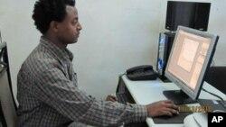 Kehadiran berbagai media sosial mempermudah Muslim yang ingin belajar agama, termasuk belajar mengaji online (foto: ilustrasi).