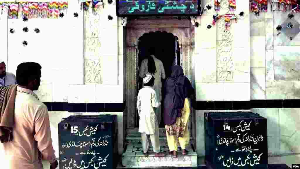 بابا فرید گنج شکر 1173 میں ملتان کے ایک قصبے کھوتووال میں پیدا ہوئے تھے جب کہ ان کا وصال مئی 1266 میں ہوا۔