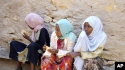Ethiopian young girls waiting to travel to Yemen in Bossaso, the commercial city of the semi-autonomous region of Puntland and the launching pad of the people trying to cross the Gulf of Aden to Yemen. (File Photo)
