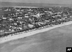 South Beach Miami-nin 1928-ci ildə görüntüsü. 20-ci əsrin ortalarınadək Florida əhalisi çox seyrək idi.