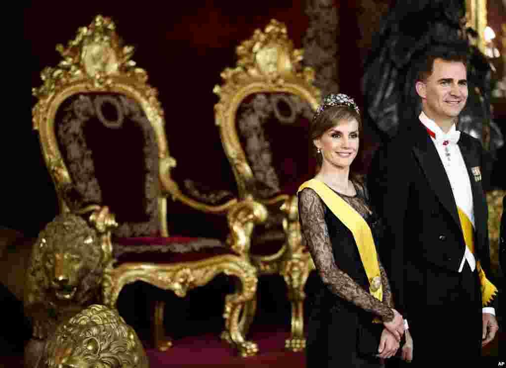 스페인 마드리드 인근의 왕궁에서 열린 멕시코 대통령 환영식에펠리페 스페인 왕자와 레티지아 왕자비가 참석했다.