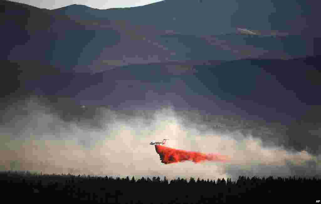 A plane drops retardant while battling the Cold Springs Fire near Nederland, as viewed from Sugarloaf, Colorado, July 10, 2016.