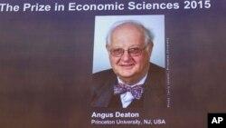 Anuncio del Premio Nobel de Economía 2015, que fue otorgado al británico Angus Deaton.