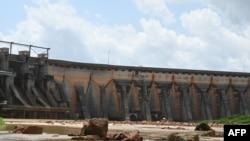 28 Mayıs 2021 - Fildişi Sahili'ndeki Ayame Barajı'nın su seviyesi, yağış miktarındaki aşırı azalma nedeniyle çok düşük.