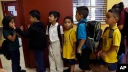 El proyecto de ley también ordena a las autoridades escolares reportar a estudiantes indocumentados.