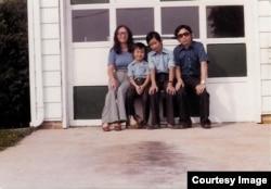 Nguyễn Thanh Việt và gia đình tại San Jose năm 1976. (Hình: Nguyễn Thanh Việt cung cấp cho Người Việt)