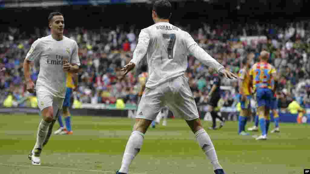 Le Real est toujours dans la course au titre Les Merengue se sont imposés (3-2) face à Valence pour la 37e journée, un doublé de Cristiano Ronaldo et un but de Karim Benzema. Le 8 mai 2016.