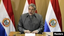 El presidente paraguayo Fernando Lugo anunció hoy la creación de una comisión independiente con la participación de la OEA que investigará la muerte de seis policías y 11 campesinos, causa del juicio político aprobado hoy en su contra.