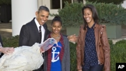 Барак Обама c дочерьми и Фруктовый Пирог