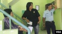 Ketua Komnas HAM Siti Noor Laila (duduk) memimpin langsung proses penyelidikan di Lapas Sleman (26/3). (VOA/Nurhadi Sucahyo)