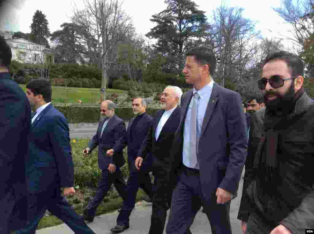 محمد جواد ظريف بهمراه هیات ایرانی پس از ديدار با همتای آمريكايی اش در كنار درياچه لما (ژنو) در لوزان، سوئیس به پياده روی پرداخت.