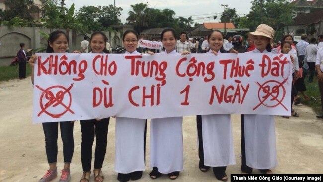 Hình ảnh cuộc biểu tình chống Luật Đặc khu và Luật An ninh Mạng tại Giáo hạt Văn Hạnh, Hà Tĩnh.