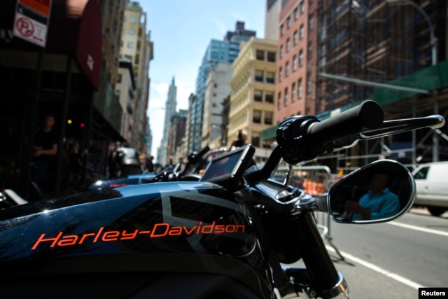 "An electric Harley Davidson motorcycle that is part of the companies ""Project Livewire"" stands on a street in New York, June 23, 2014."