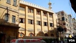 کراچی میں برہانی مسجد کے باہر دھماکا