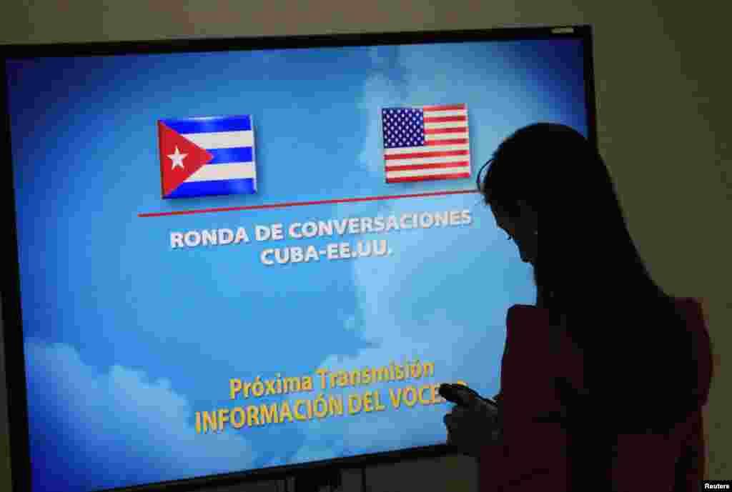 خبرنگاری روز دوم بهمن ۱۳۹۳ (۲۲ ژانويه ۲۰۱۵) در ساختمان محل برگزاری گفتگوهای آمريکا و کوبا