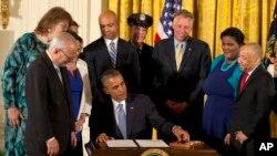 """Los cambios """"tendrán un impacto muy real e inmediato en las vidas de millones de personas del colectivo LGBT en todo el país""""."""