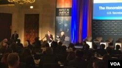 美财长姆努钦在美国商会说,美方希望促进对华出口,以削减双方巨大贸易不平衡,并表示希望避免贸易战。(2018年2月27日,VOA 萧洵摄影)