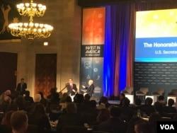 美财长努钦在美国商会说,美方希望促进对华出口,以削减双方巨大贸易不平衡,并表示希望避免贸易战。(2018年2月27日,VOA 萧洵摄影)