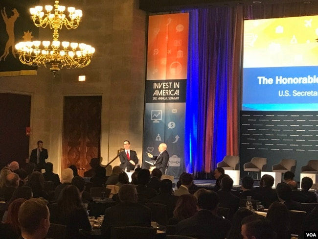 美財長努欽在美國商會說,美方希望促進對華出口,以削減雙方巨大貿易不平衡,並表示希望避免貿易戰。 (2018年2月27日,VOA 蕭洵攝影)