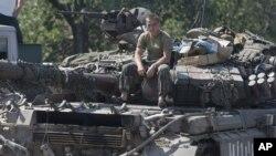 Theo các điều khoản của thỏa thuận do châu Âu làm trung gian, lực lượng Ukraine và lực lượng của các phần tử đòi ly khai được Nga hậu thuẫn phải ngưng bắn.