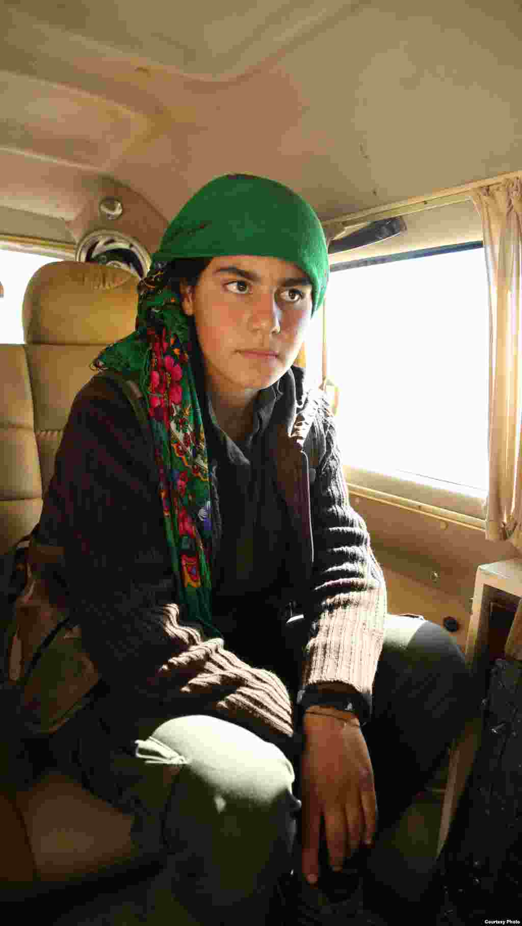 A Kurdish female YPG fighter on her way to the Kobani frontline. Fighting between Kurdish and Islamic State forces has ravaged much of the city after nearly a month of fighting, Oct. 22, 2014. (Shirwan Qasim / Transterra Media)