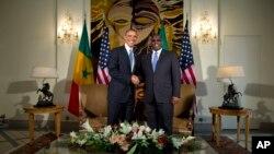 Tổng thống Hoa Kỳ Barack Obama (trái) và Tổng thống Nam Phi Macky Sall của Senegal trong cuộc họp tại dinh tổng thống ở Dakar, Senegal, 27/6/13