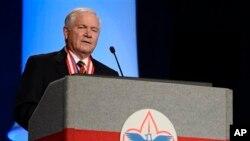 MantanMenteri Pertahanan AS, Robert Gates, berpidato saat dipilih menjadi presiden Pramuka nasional di Nashville, Tennessee (23/5).