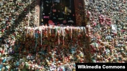 Seattle's Gum Wall is to be cleaned later this month.