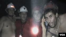 Este homenaje recrea el rescate en octubre pasado de los 33 mineros del norte de Chile.