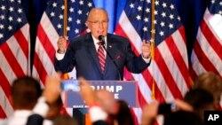 차기 국무장관으로 거론되고 있는 루돌프 줄리아니 전 뉴욕시장이 지난 8월 오하이오에서 트럼프 지지 선거 유세를 하고 있다.