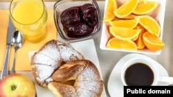 Many hotels offer a free continental breakfast, which includes things like orange juice, coffee, fruit, and toast or pastries.