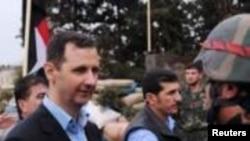 Presiden Suriah, Bashar al-Assad menemui tentaranya di Baba Amr (27/3).