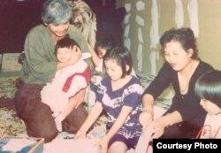 Jennifer Ka and her parents, Keith Kar and Phanith Sary, and older sister, Jackie Nith, in 1990. (Courtesy Photo of Jennifer Ka)
