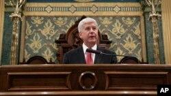 El gobernador de Michigan, Rick Snyder, pronuncia el discurso del Estado del Estado, el martes por la noche.